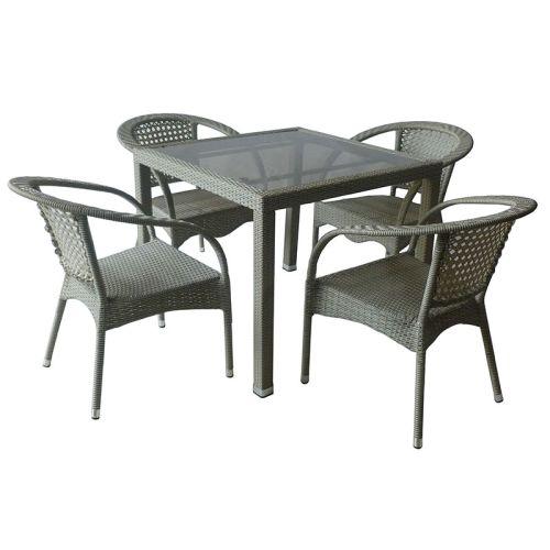 Изображение на градински комплект от маса за 4 човека и четири стола, изработени от изкуствен ратан