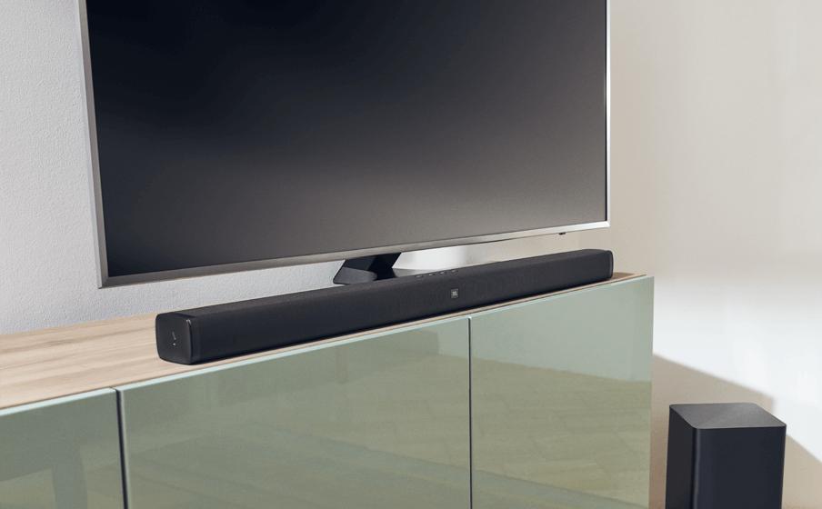 Саундбар JBL Bar 2.1 със субуфер и телевизор на гланциран шкаф