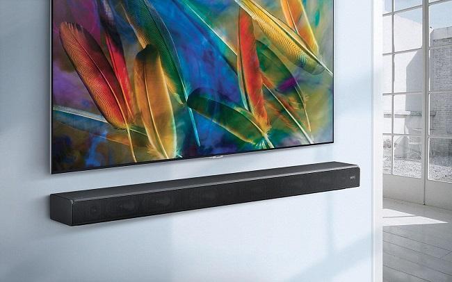 Самсунг телевизор със саундбар система Samsung HW-MS650, монтирани на стена