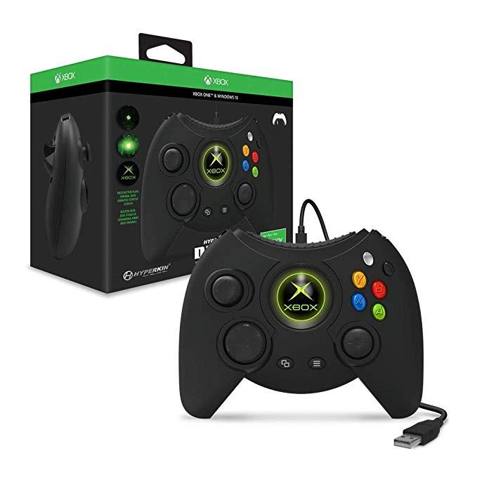 Черна кутия на контролер и Xbox One контролер Hyperkin Duke