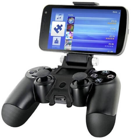 Nyko Smart Clip щипка за смартфон, поставена на Dualshock контролер