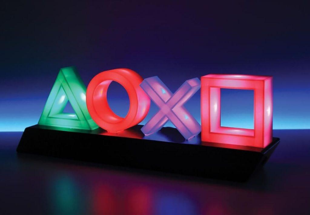 Лампа във формата на PlayStation бутони, светеща в различни цветове - зелено, червено, лилаво и оранжево